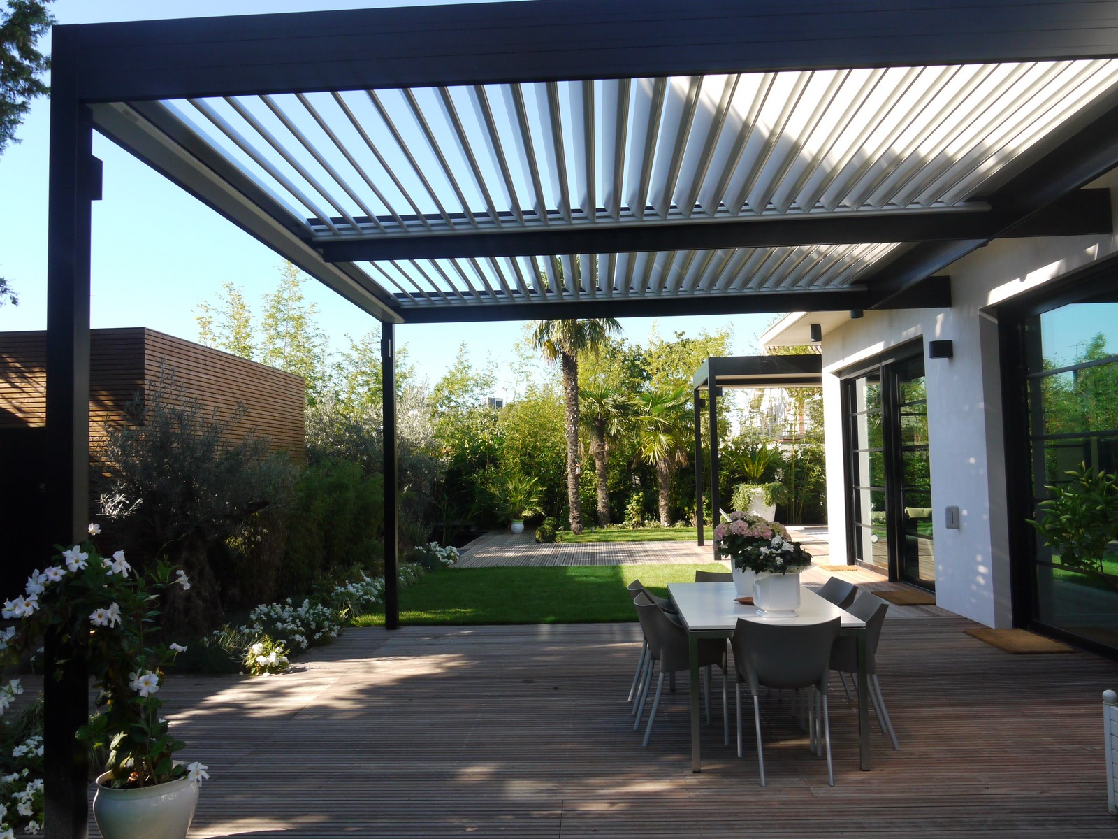 installation de pergola bioclimatique lames orientables marseille cauchi design. Black Bedroom Furniture Sets. Home Design Ideas